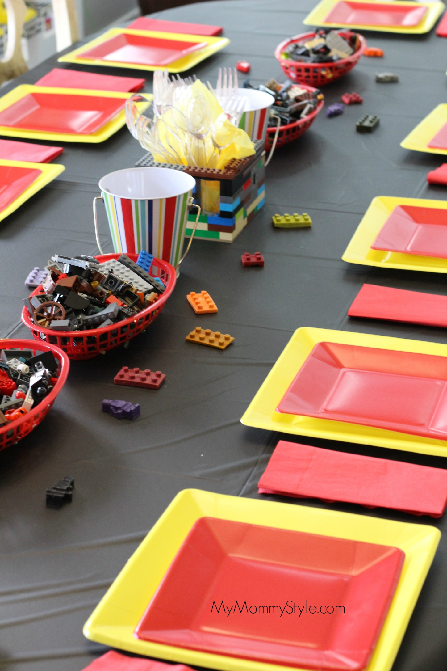 lego movie, lego movie party, table, lego birthday party 005