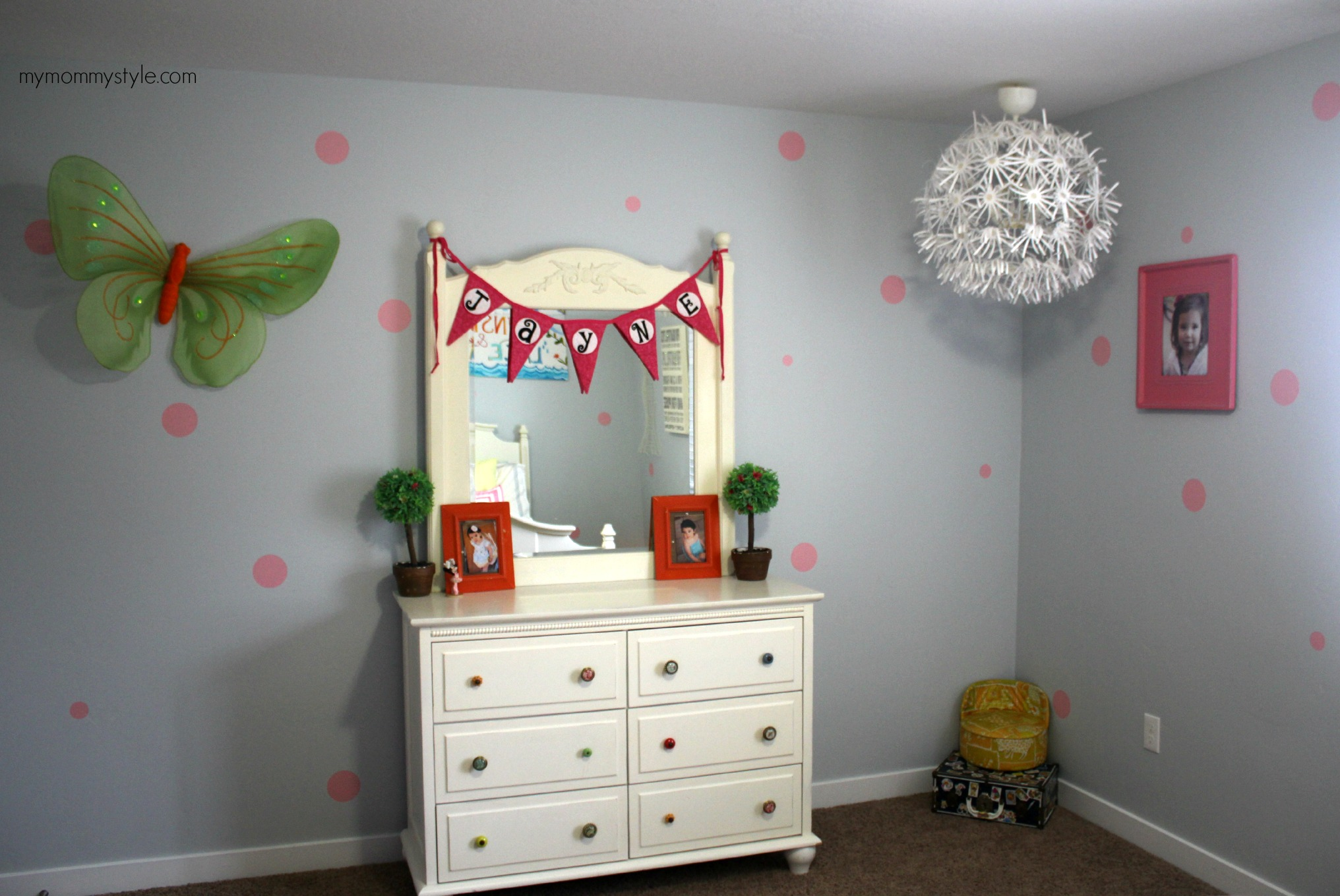 Little Girls room, polka dot walls, mymommystyle.com