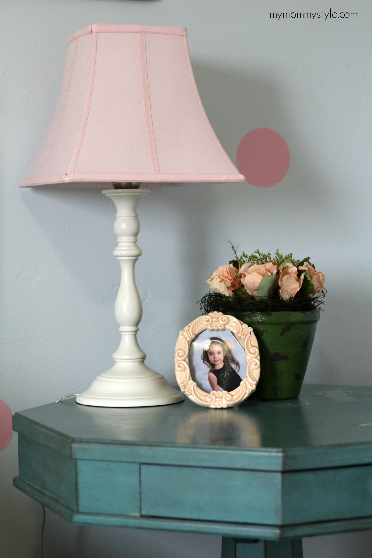 nightstand, little girls room, mymommystyle.com