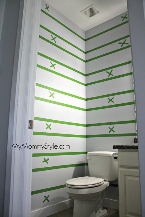 small bathroom decor, how to paint stripes, mymommystyle.com, decor, bathroom decor
