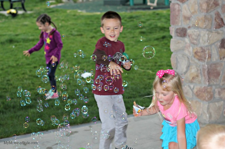 bubbles, family play time, my mommy style, family, play, quaker