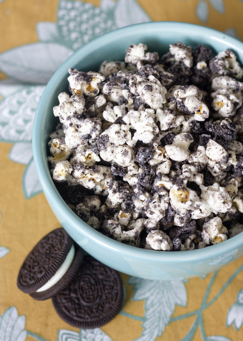 bowl of cookies and cream sweet popcorn