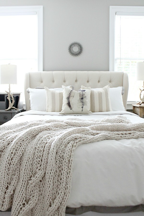 20 beautiful guest bedroom ideas my mommy style for Farmhouse style bed