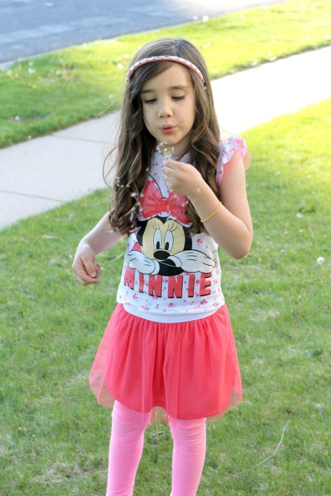 Creating moments that matter, my mommy style, mini me, minnie mouse, blowing a flower