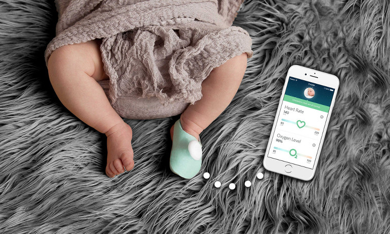 owlet-baby-on-back-with-phone-connected_1024x1024
