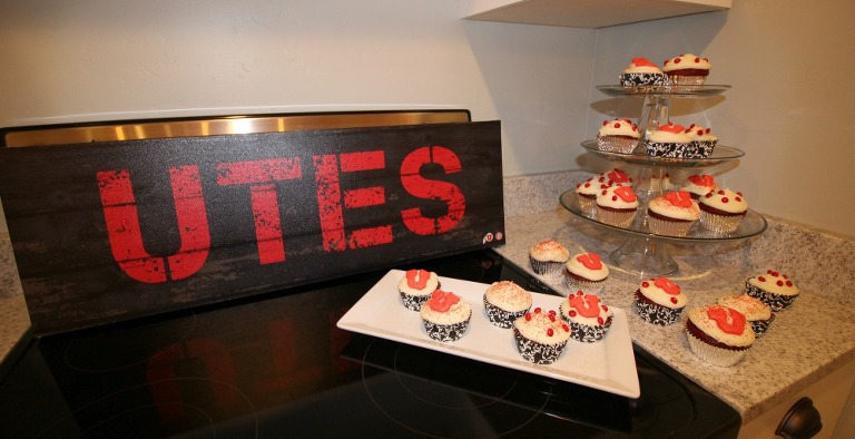tailgating-party-family-time-low-stress-party-cupcakes