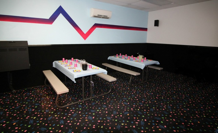 classic-skating-birthday-party-big-screen-room-classic-skating-private-room