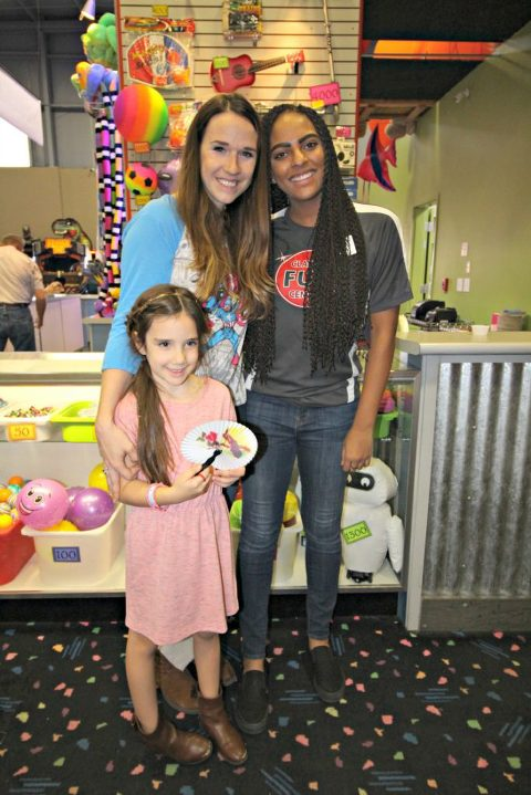 classic-skating-birthday-party-hostess-family-fun-prizes