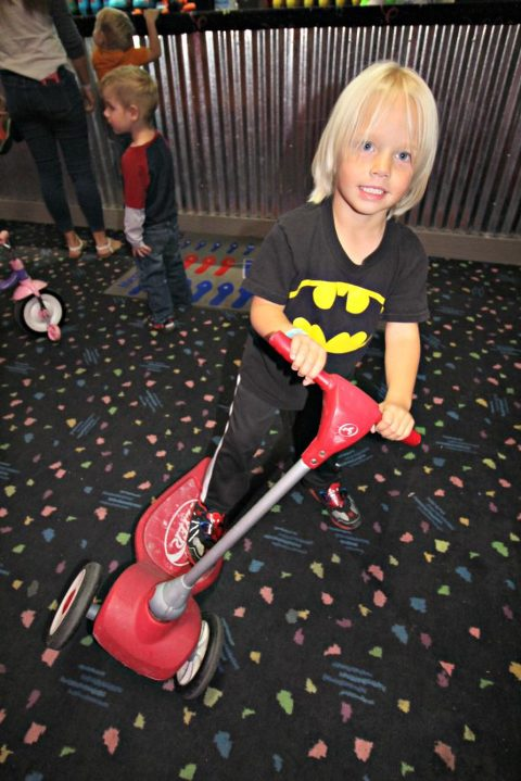 classic-skating-birthday-party-scooter-classic