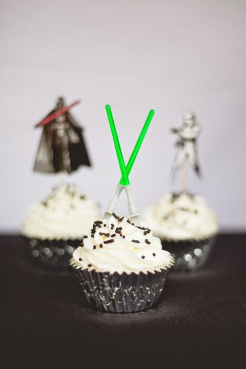Star Wars cupcakes with green light sabers.