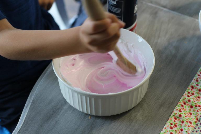 How to make fluffy slime - stir together