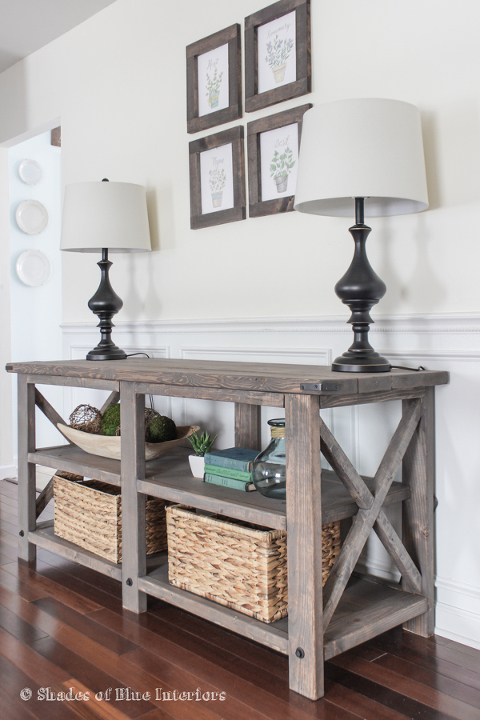Gray entrance table with lamps