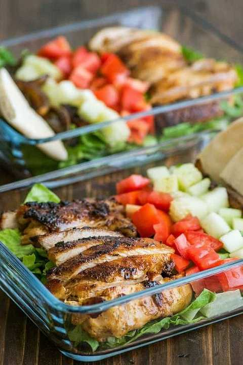 Shawarma salad meal prep bowl filled with marinated chicken, tomatoes and red onions.