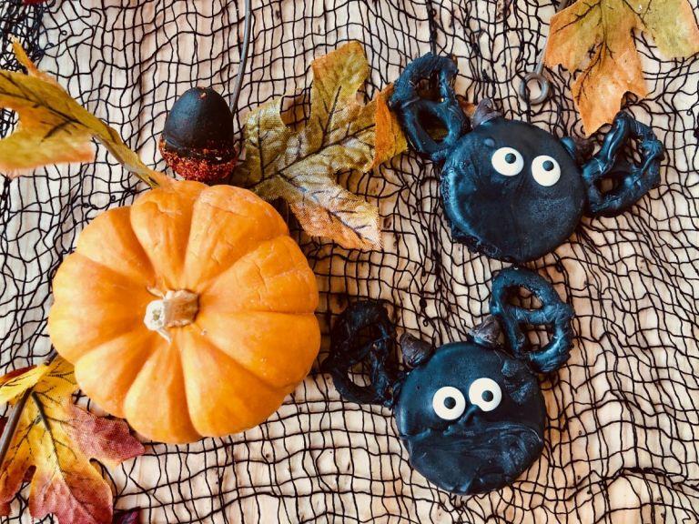 Bat Halloween Oreos