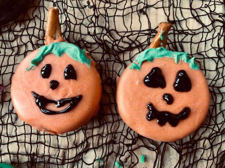 Pumpkin Halloween Oreos